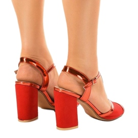 Czerwone sandały na słupku zamszowe WED503 3