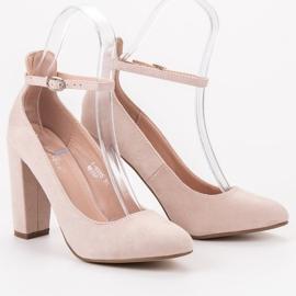 Ideal Shoes Czółenka Zapinane Sprzączką brązowe 1