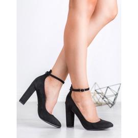 Ideal Shoes Czółenka Zapinane Sprzączką czarne 3