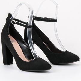 Ideal Shoes Czółenka Zapinane Sprzączką czarne 1
