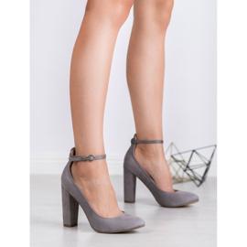 Ideal Shoes Czółenka Zapinane Sprzączką szare 4