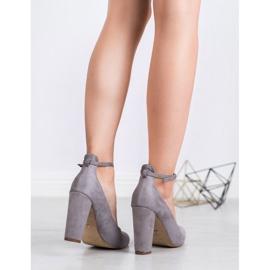 Ideal Shoes Czółenka Zapinane Sprzączką szare 5