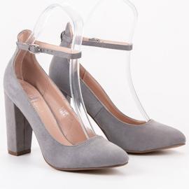 Ideal Shoes Czółenka Zapinane Sprzączką szare 1