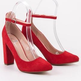 Ideal Shoes Czółenka Zapinane Sprzączką czerwone 5