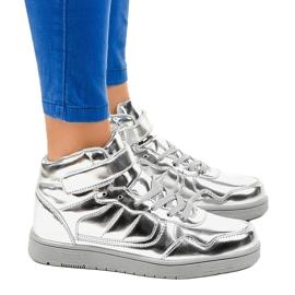 Srebrne Lakierowane Sneakersy XW7082 szare 2