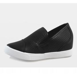 Czarne ażurowe sneakersy na koturnie DD441-1 2