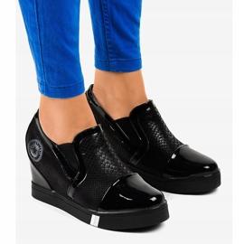 Czarne sneakersy na koturnie T1711-1 1