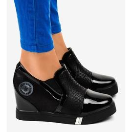 Czarne sneakersy na koturnie T1711-1 2