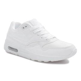 Białe obuwie sportowe 1