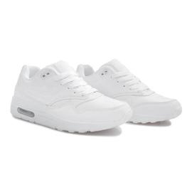 Białe obuwie sportowe 2