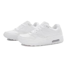 Białe obuwie sportowe 3