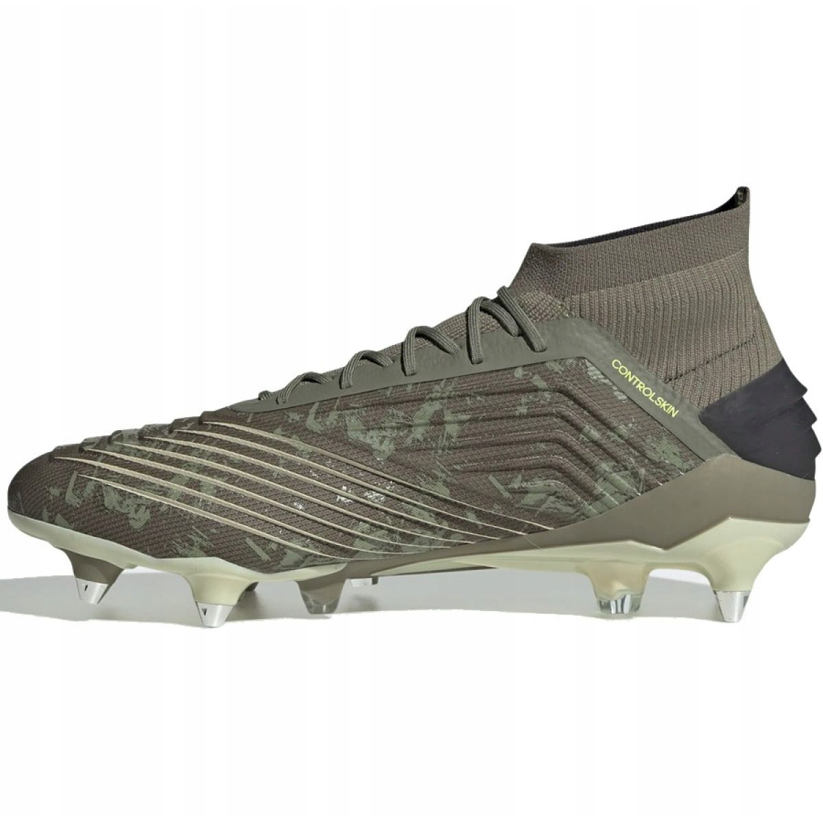 Buty piłkarskie adidas Predator 19.1 Sg M EF8206 szare szarysrebrny