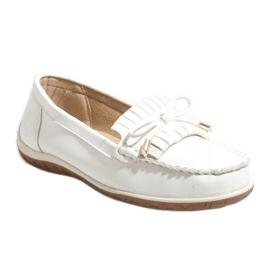 Białe mokasyny balerinki z frędzlami MDM126 1