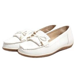Białe mokasyny balerinki z frędzlami MDM126 3