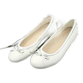 Balerinki z kokardą biała perła American Club GC29/19 białe wielokolorowe 2