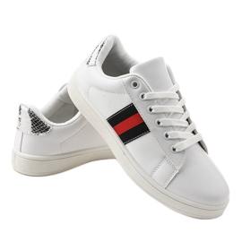 Białe klasyczne tenisówki D1903-319 czarne czerwone 3