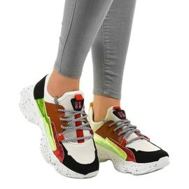 Białe sneakersy sportowe zdobione HL-03 czarne czerwone zielone 1