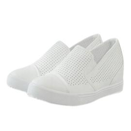 Białe ażurowe sneakersy na koturnie DD441-2 3