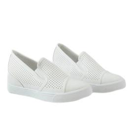 Białe ażurowe sneakersy na koturnie DD441-2 4