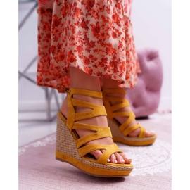 FE1 Sandały Damskie Na Koturnie Sznurek Żółte Liluena 1