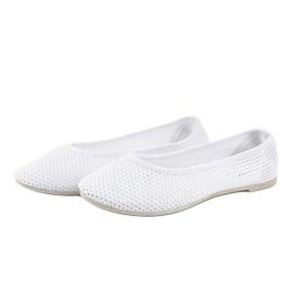Białe balerinki z koronki JX56 3