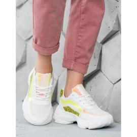 Marquiz Sneakersy Neonowymi Wstawkami 1