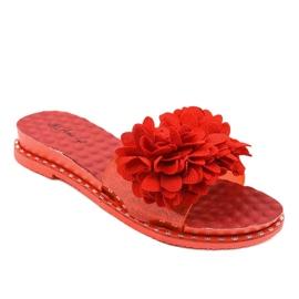Czerwone klapki z kwiatkami N-49 1