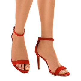 Czerwone sandały na szpilce z ćwiekami 77-93 1