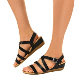 Czarne sandały na koturnie z eko-skóry S060064 2
