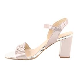 Skórzane sandały na słupku Gamis 3949 różowe szare 1