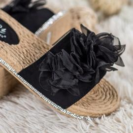 Small Swan Klapki Z Ozdobą czarne 1