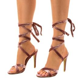 Różowe sandały na szpilce z zamszu 1261-21 2