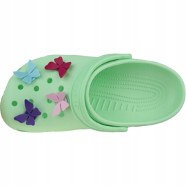 Klapki Crocs Classic Butterfly Charm Clog Jr 206179-3TI zielone 2