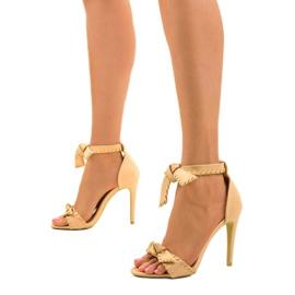 Beżowe sandały na szpilce wiązane 1226-14 beżowy 2
