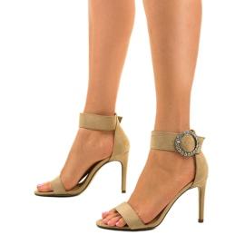 Beżowe sandały na szpilce z eko-zamszu 91761-3 beżowy 2