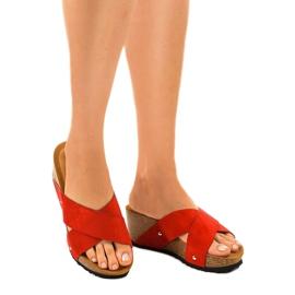 Czerwone sandały na koturnie klapki GU53 1