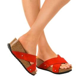 Czerwone sandały na koturnie klapki GU53 2