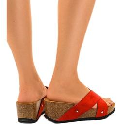 Czerwone sandały na koturnie klapki GU53 3