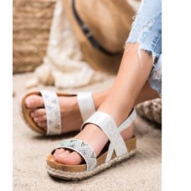 SHELOVET Modne Białe Sandały 3