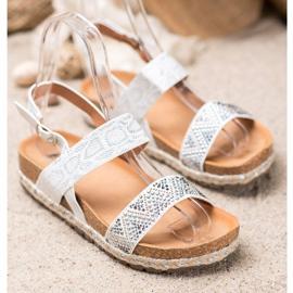 SHELOVET Modne Białe Sandały 1