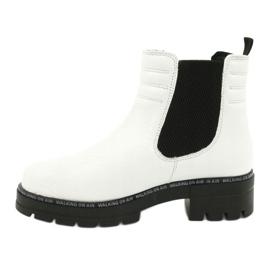 Białe botki damskie Caprice 25428-25 122 white naplak czarne 1