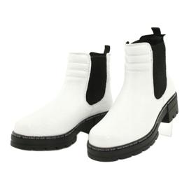 Białe botki damskie Caprice 25428-25 122 white naplak czarne 2