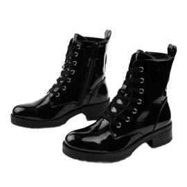 Czarne lakierowne botki glany Slider 2