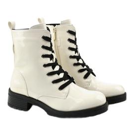 Białe lakierowne botki glany Slider 3