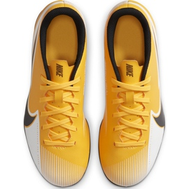 Buty piłkarskie Nike Mercurial Vapor 13 Club FG/MG Junior AT8161 801 pomarańczowe żółte 1