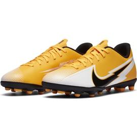 Buty piłkarskie Nike Mercurial Vapor 13 Club FG/MG Junior AT8161 801 pomarańczowe żółte 3