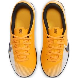 Buty piłkarskie Nike Mercurial Vapor 13 Club Tf Junior AT8177 801 pomarańczowe żółte 1