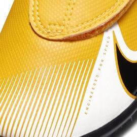 Buty piłkarskie Nike Mercurial Vapor 13 Club Tf PS(V) Junior AT8178 801 pomarańczowy, zółty żółte 6
