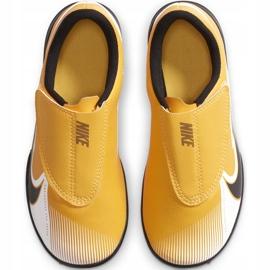 Buty piłkarskie Nike Mercurial Vapor 13 Club Tf PS(V) Junior AT8178 801 pomarańczowy, zółty żółte 2