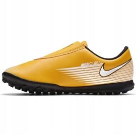 Buty piłkarskie Nike Mercurial Vapor 13 Club Tf PS(V) Junior AT8178 801 pomarańczowy, zółty żółte 3